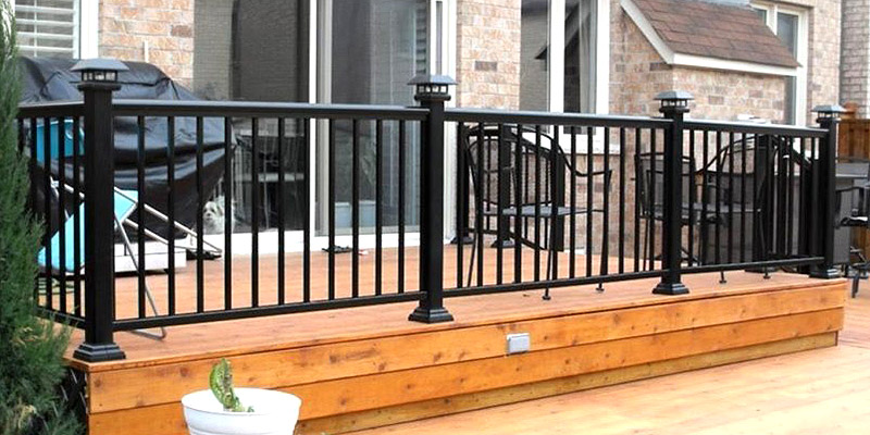 Aluminum railing with vertical pickets
