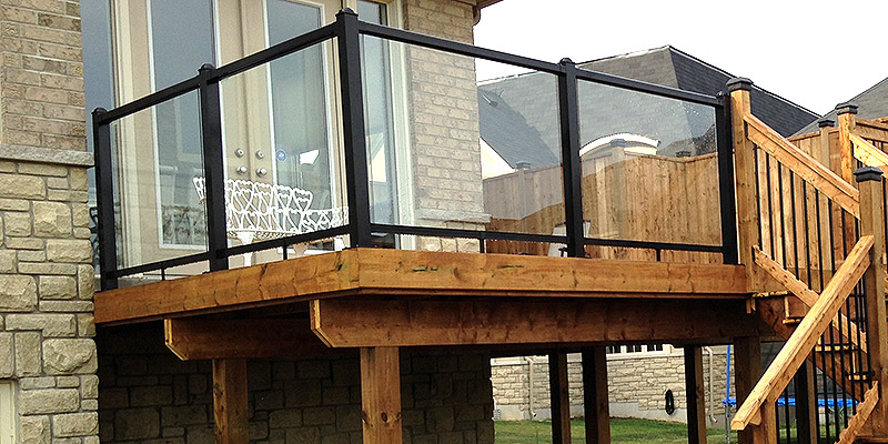Railing with glass panels